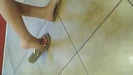 CANDID FEET - Teens legs