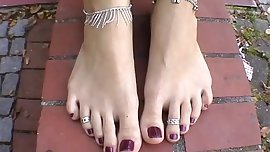 Teen Rose with big wide feet