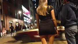 Big butt, blonde in tight dress, culona entallada